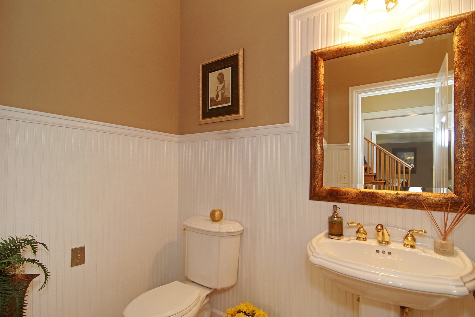 Real Estate Photography - 212 E 57th St, Westmont, IL, 60559 - 3rd Bathroom
