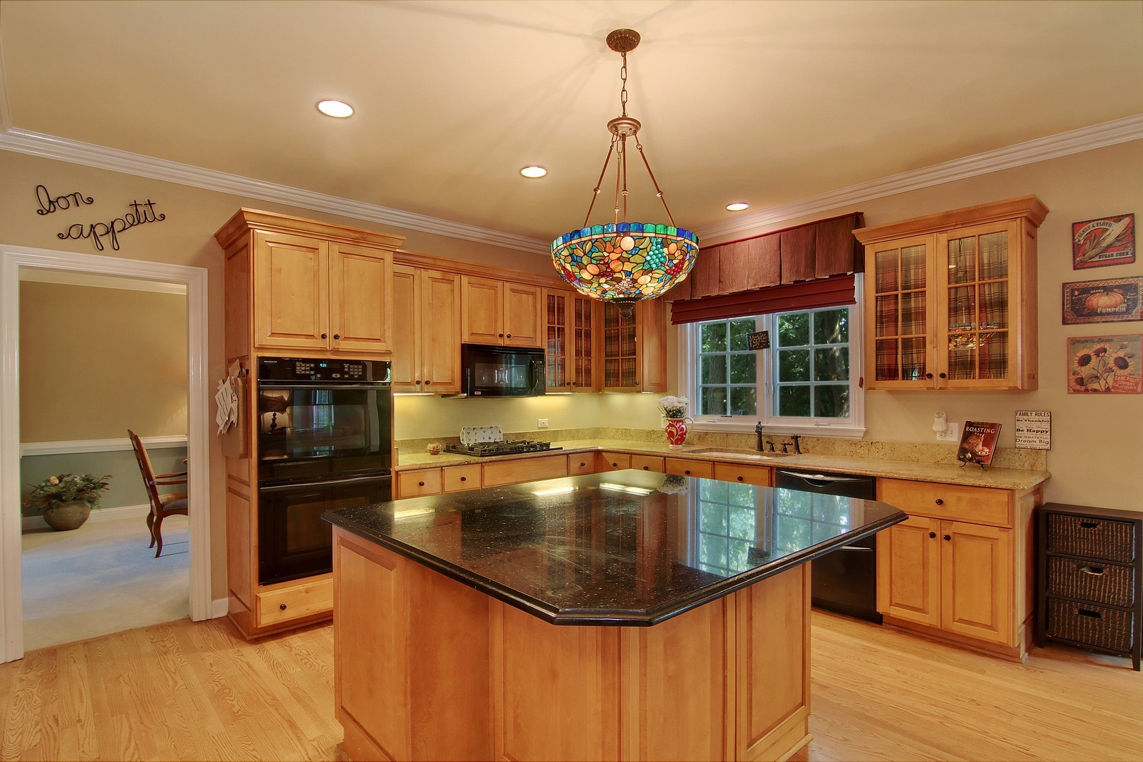 Real Estate Photography - 212 E 57th St, Westmont, IL, 60559 - Kitchen