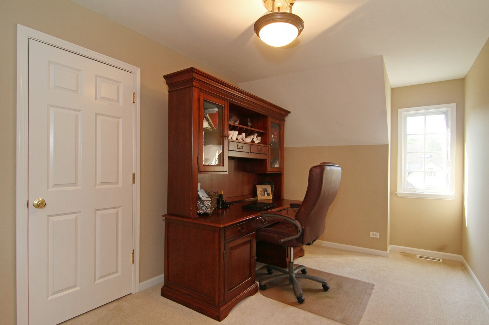 Real Estate Photography - 212 E 57th St, Westmont, IL, 60559 - Office