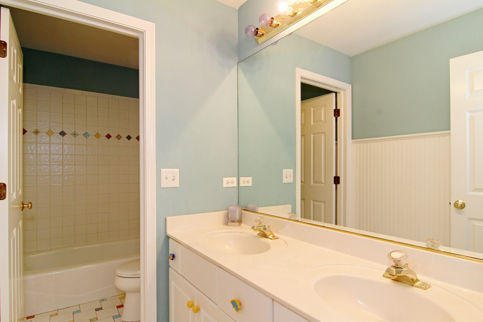 Real Estate Photography - 212 E 57th St, Westmont, IL, 60559 - 2nd Bathroom