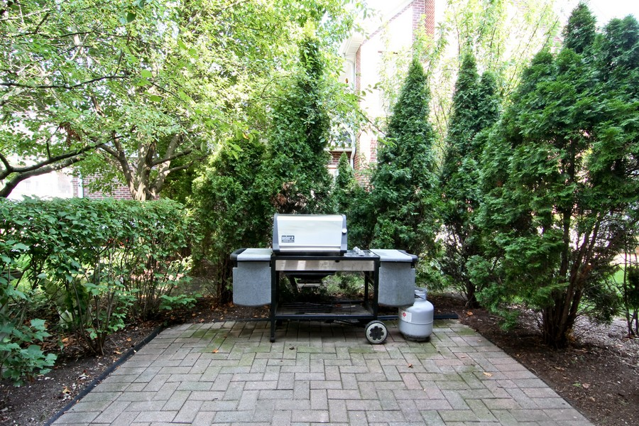 Real Estate Photography - 414 Park Ave, Clarendon Hills, IL, 60514 - Patio