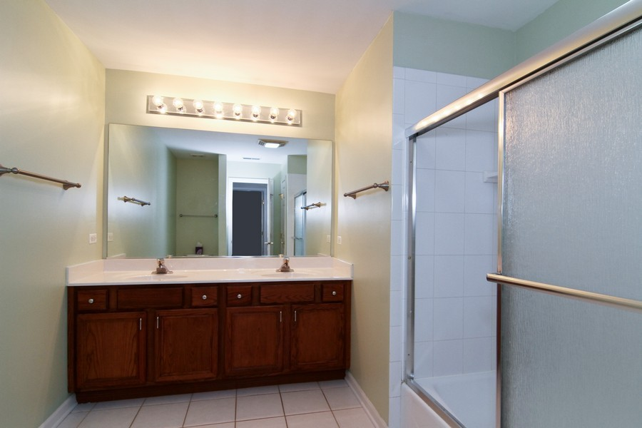 Real Estate Photography - 414 Park Ave, Clarendon Hills, IL, 60514 - 2nd Bathroom