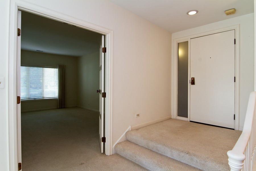Real Estate Photography - 3 Oak Brook Club, D103, Oak Brook, IL, 60523 - Foyer