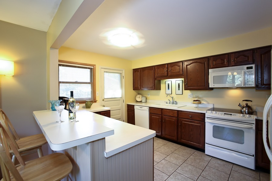Real Estate Photography - 5715 Fairmount, Downers Grove, IL, 60516 - Kitchen