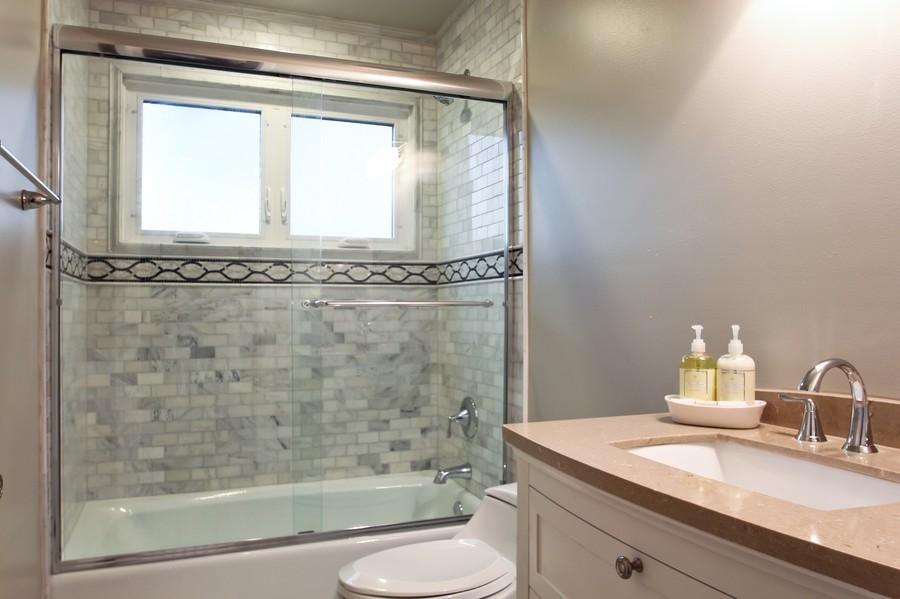 Real Estate Photography - 50 Briarwood Lane, Oak Brook, IL, 60523 - Full Bathroom