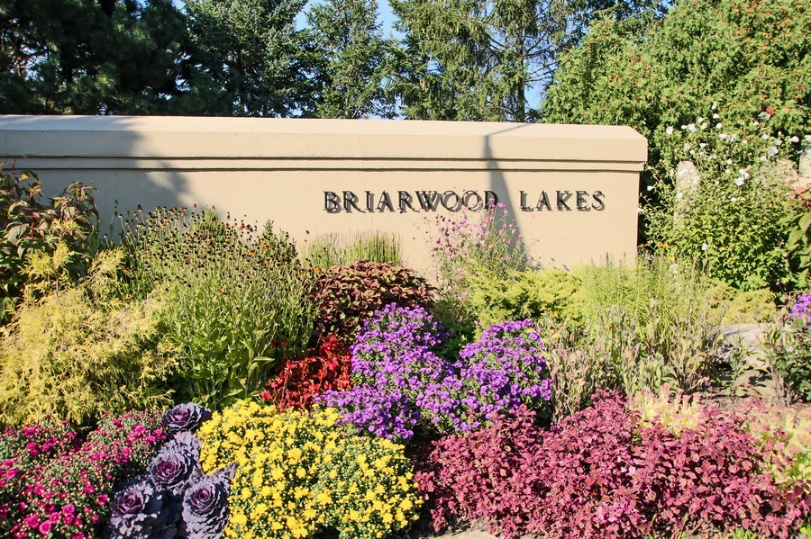 Real Estate Photography - 50 Briarwood Lane, Oak Brook, IL, 60523 - A great place to downsize Briarwood Lakes
