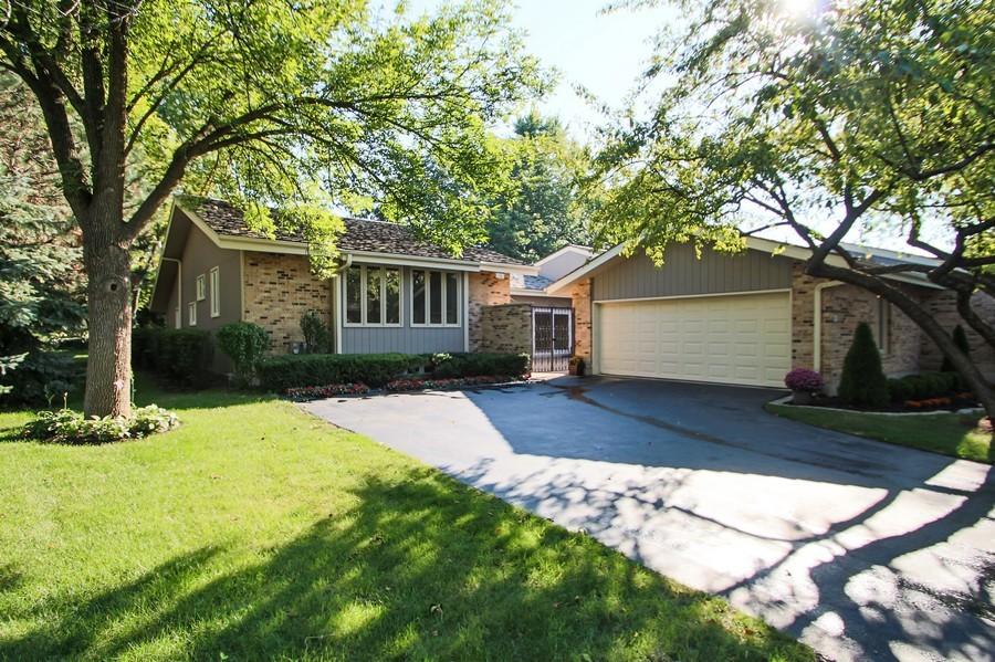 Real Estate Photography - 50 Briarwood Lane, Oak Brook, IL, 60523 - Welcome to 50 Briarwood Lane !