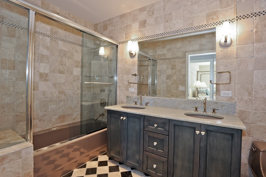 Real Estate Photography - 520 S Washington Street, PH3, Naperville, IL, 60540 - Bathroom