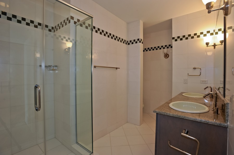 Real Estate Photography - 520 S Washington Street, PH3, Naperville, IL, 60540 - 2nd Bathroom