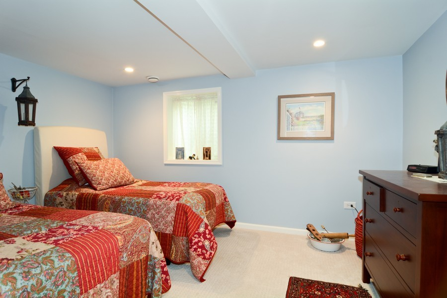 Real Estate Photography - 913 Wheaton Oaks Dr, Wheaton, IL, 60187 - Guest Bedroom