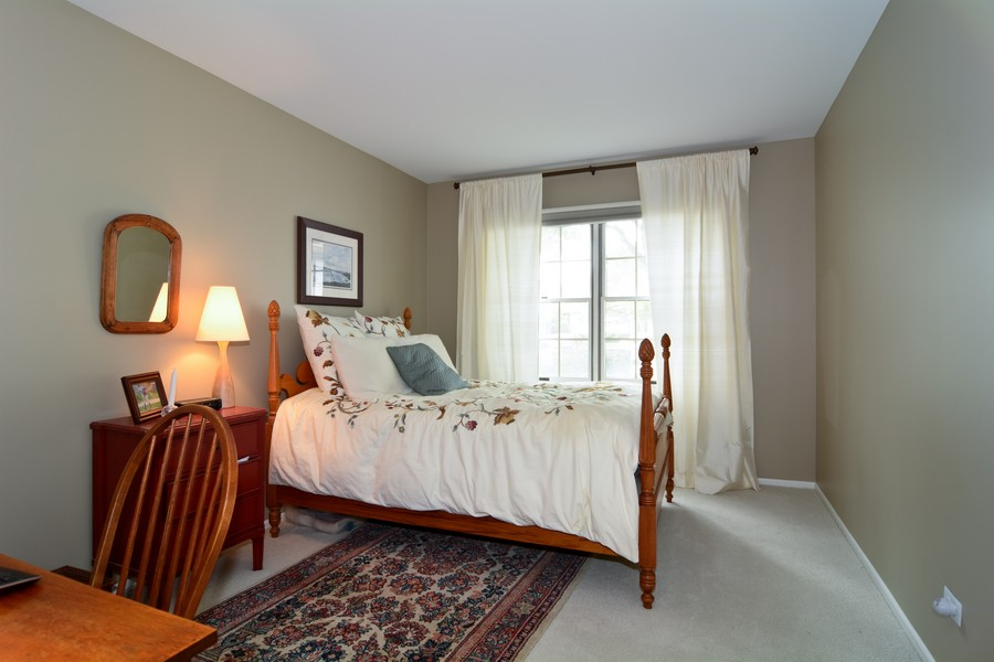 Real Estate Photography - 913 Wheaton Oaks Dr, Wheaton, IL, 60187 - Bedroom