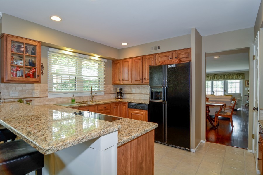 Real Estate Photography - 913 Wheaton Oaks Dr, Wheaton, IL, 60187 - Kitchen