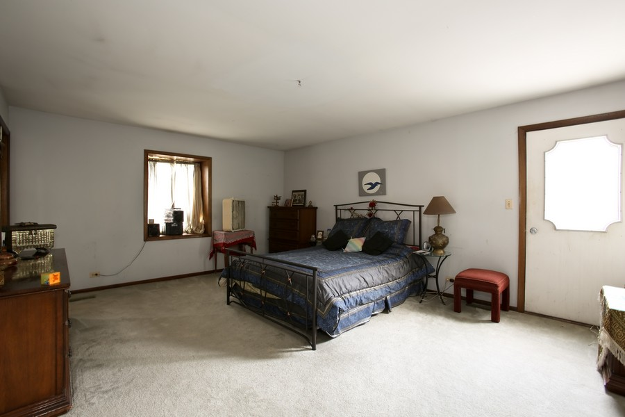 Real Estate Photography - 3351 Pomeroy Road, Downers Grove, IL, 60515 - Master Bedroom