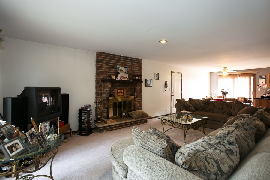 Real Estate Photography - 3351 Pomeroy Road, Downers Grove, IL, 60515 - Family Room