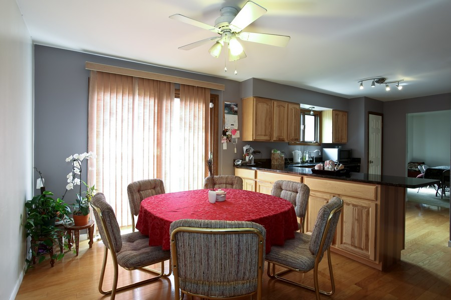 Real Estate Photography - 3351 Pomeroy Road, Downers Grove, IL, 60515 - Breakfast Area