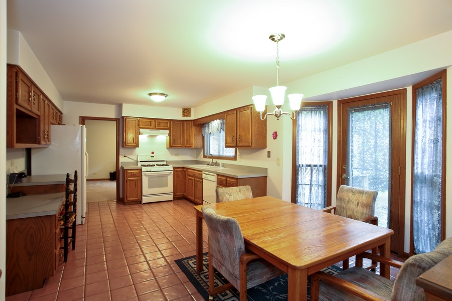 Real Estate Photography - 1006 augustana, Naperville, IL, 60565 - Kitchen / Breakfast Room