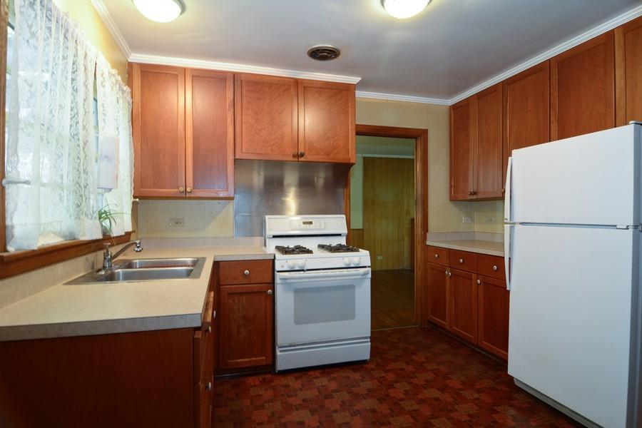 Real Estate Photography - 200 Bryant, Glen Ellyn, IL, 60137 - Kitchen