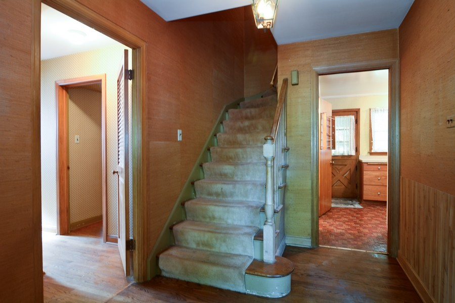Real Estate Photography - 200 Bryant, Glen Ellyn, IL, 60137 - Staircase