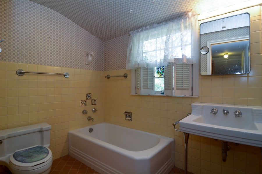 Real Estate Photography - 200 Bryant, Glen Ellyn, IL, 60137 - 2nd Bathroom