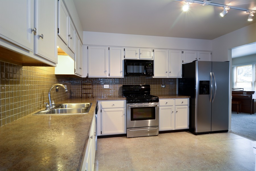 Real Estate Photography - 37 White Oak, St. Charles, IL, 60174 - Kitchen