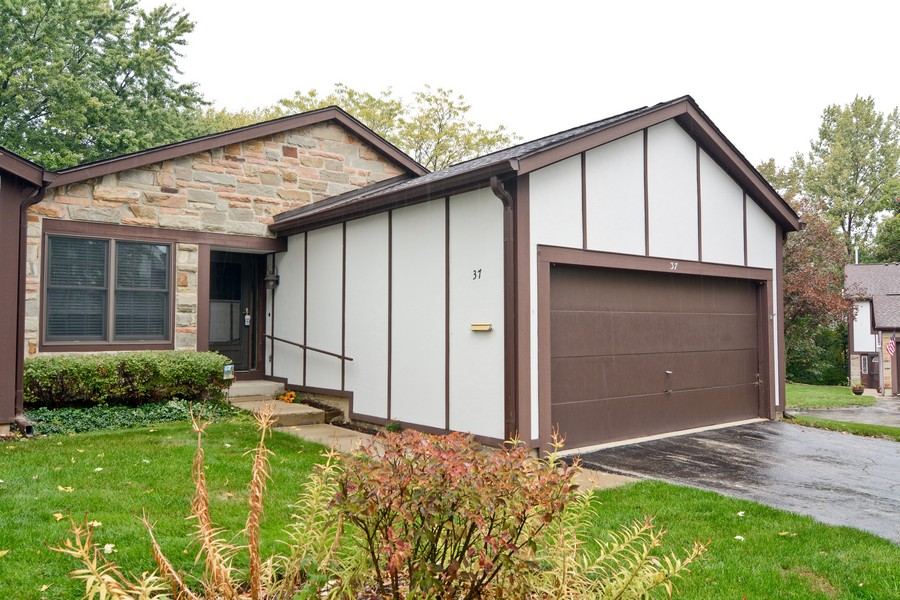Real Estate Photography - 37 White Oak, St. Charles, IL, 60174 - Front View