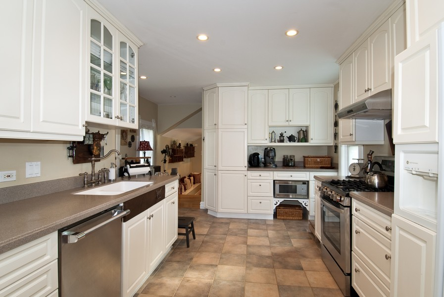 Real Estate Photography - 319 S Cook, Barrington, IL, 60010 - Kitchen