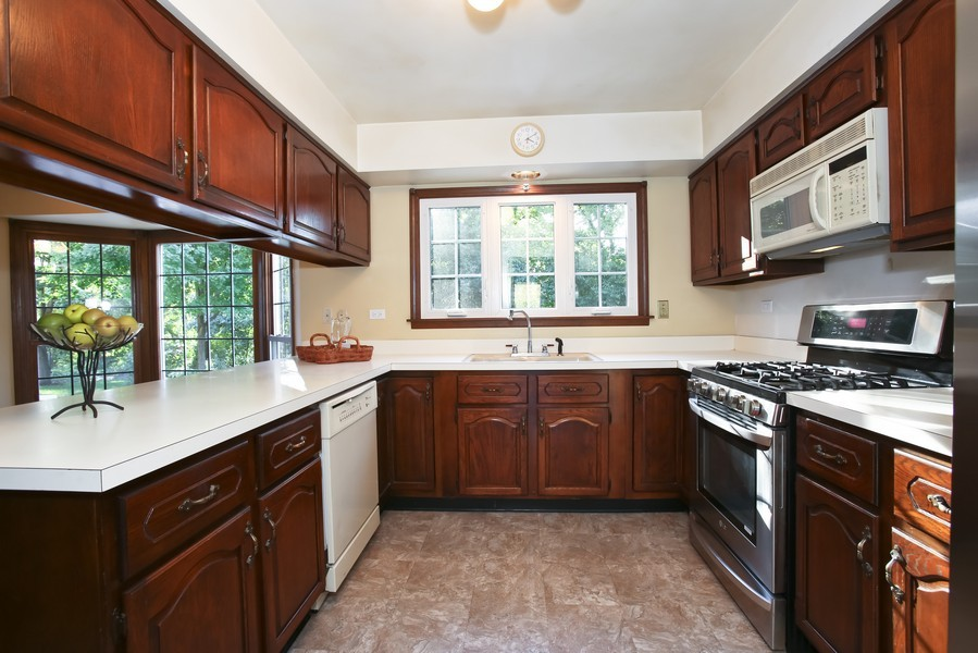 Real Estate Photography - 4230 Pine, Lisle, IL, 60532 - Kitchen