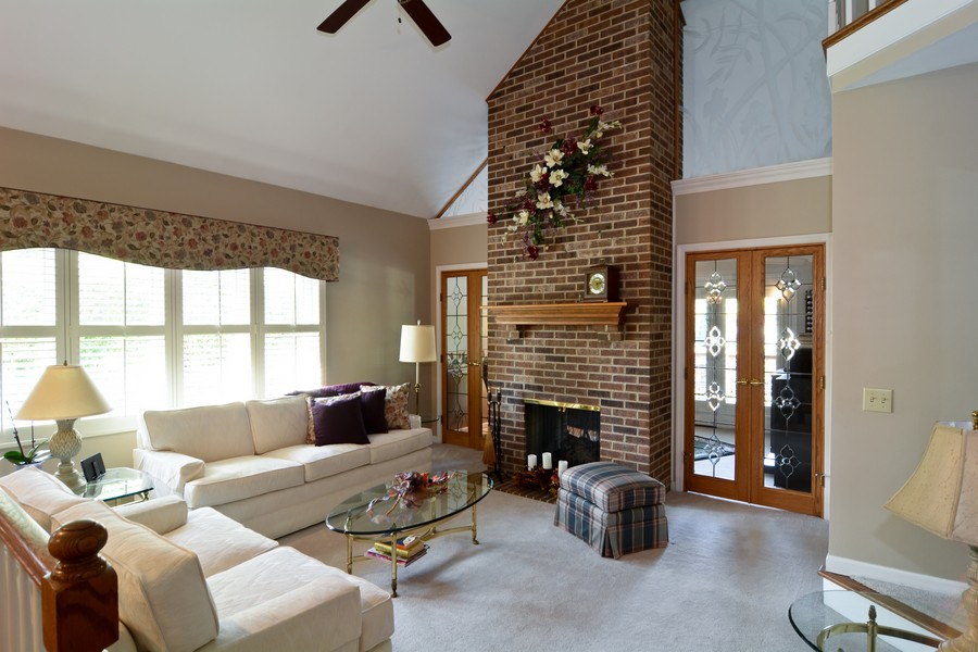 Real Estate Photography - 866 Seminary Cir, Glen Ellyn, IL, 60137 - Living Room