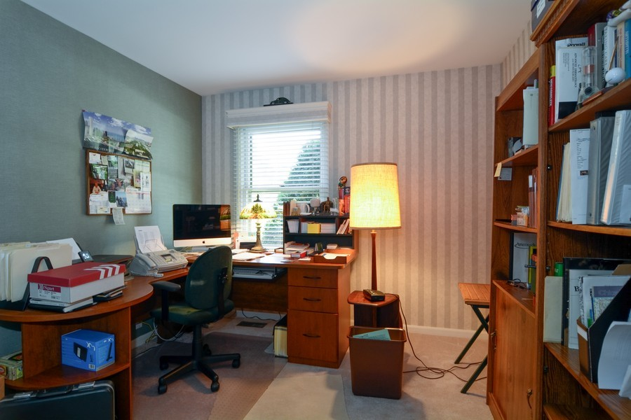 Real Estate Photography - 866 Seminary Cir, Glen Ellyn, IL, 60137 - Office