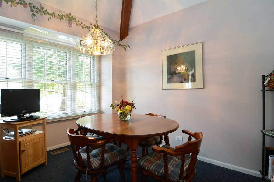 Real Estate Photography - 866 Seminary Cir, Glen Ellyn, IL, 60137 - Breakfast Nook