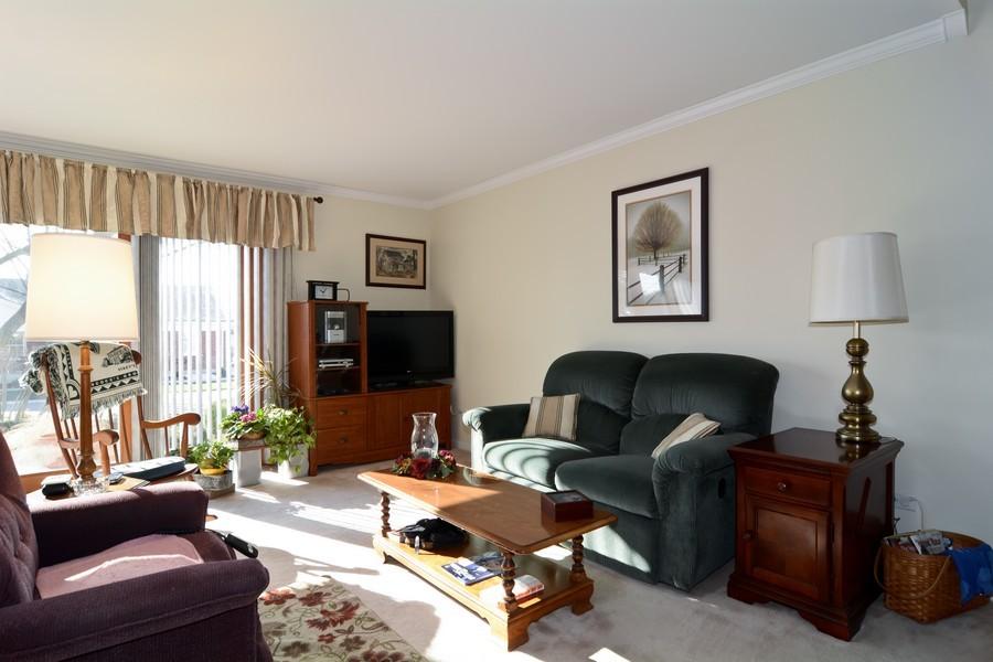 Real Estate Photography - 34 n Park Blvd, Glen Ellyn, IL, 60137 - Living Room