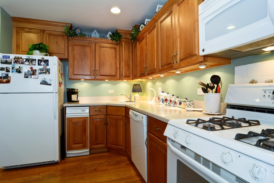 Real Estate Photography - 34 n Park Blvd, Glen Ellyn, IL, 60137 - Kitchen