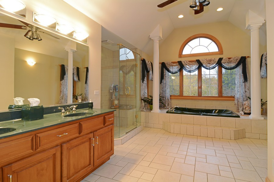 Real Estate Photography - 1608 Darien Club Dr, Darien, IL, 60561 - Master Bathroom