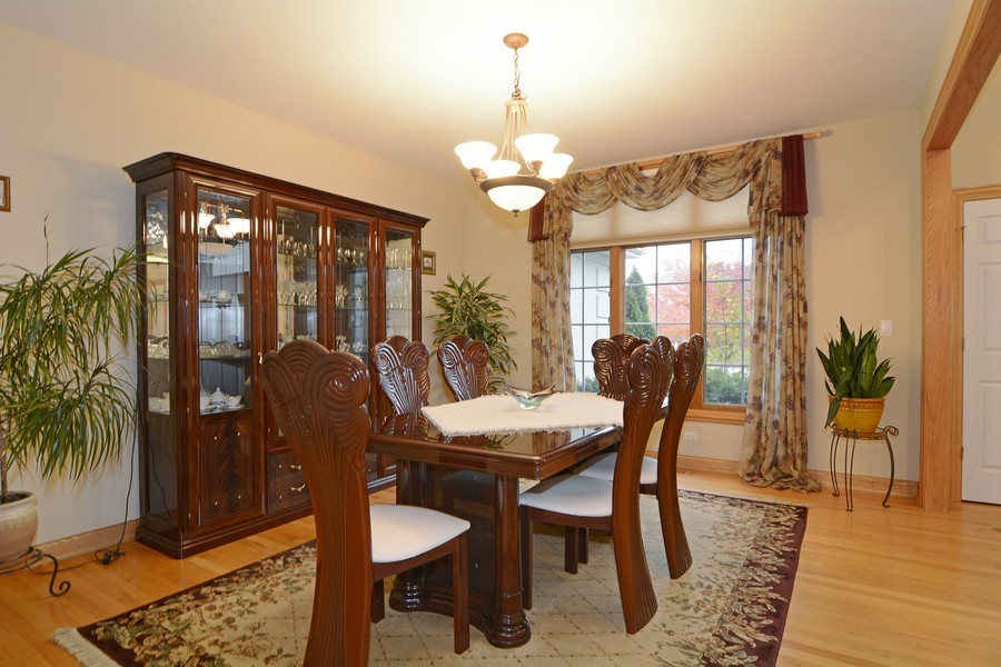 Real Estate Photography - 1608 Darien Club Dr, Darien, IL, 60561 - Dining Room