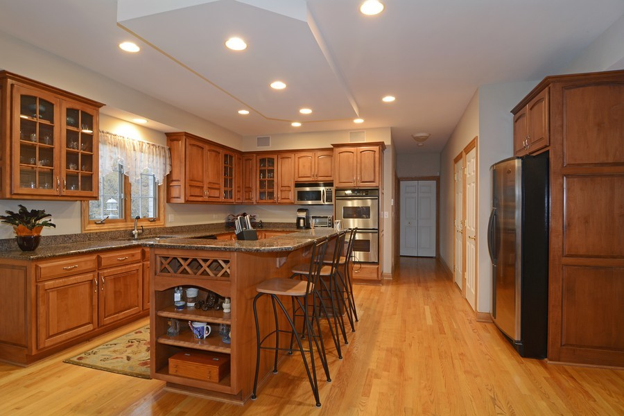 Real Estate Photography - 1608 Darien Club Dr, Darien, IL, 60561 - Kitchen