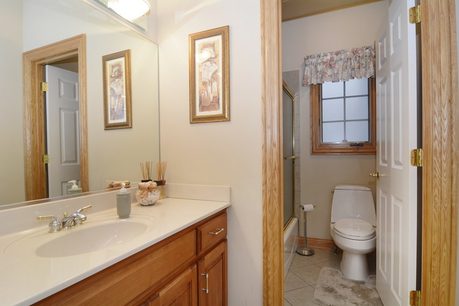 Real Estate Photography - 1608 Darien Club Dr, Darien, IL, 60561 - Bathroom