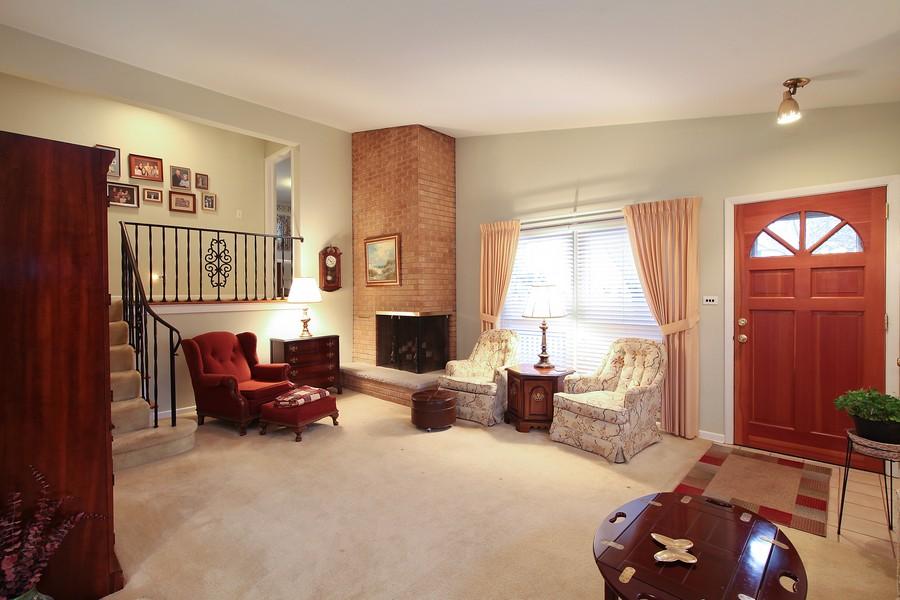 Real Estate Photography - 1117 Leslie Lane, Villa Park, IL, 60181 - Living Room