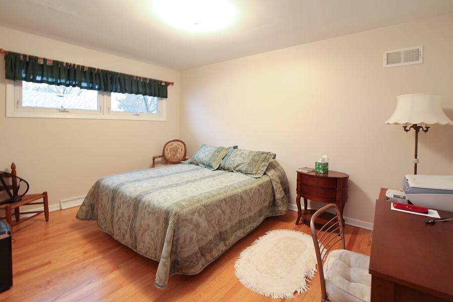 Real Estate Photography - 1117 Leslie Lane, Villa Park, IL, 60181 - 2nd Bedroom