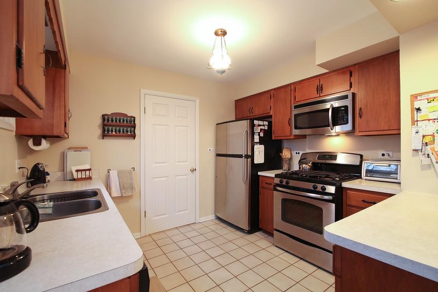 Real Estate Photography - 1117 Leslie Lane, Villa Park, IL, 60181 - Kitchen