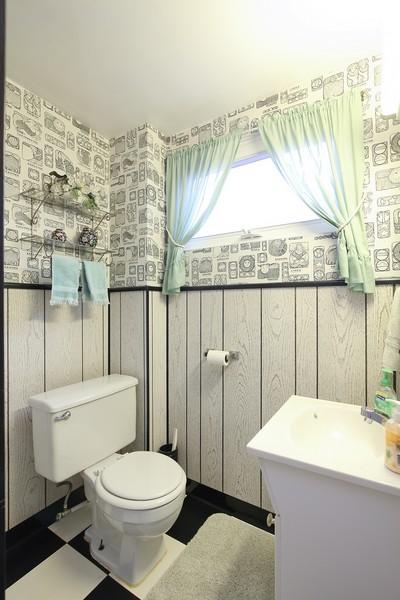 Real Estate Photography - 1117 Leslie Lane, Villa Park, IL, 60181 - Half Bath