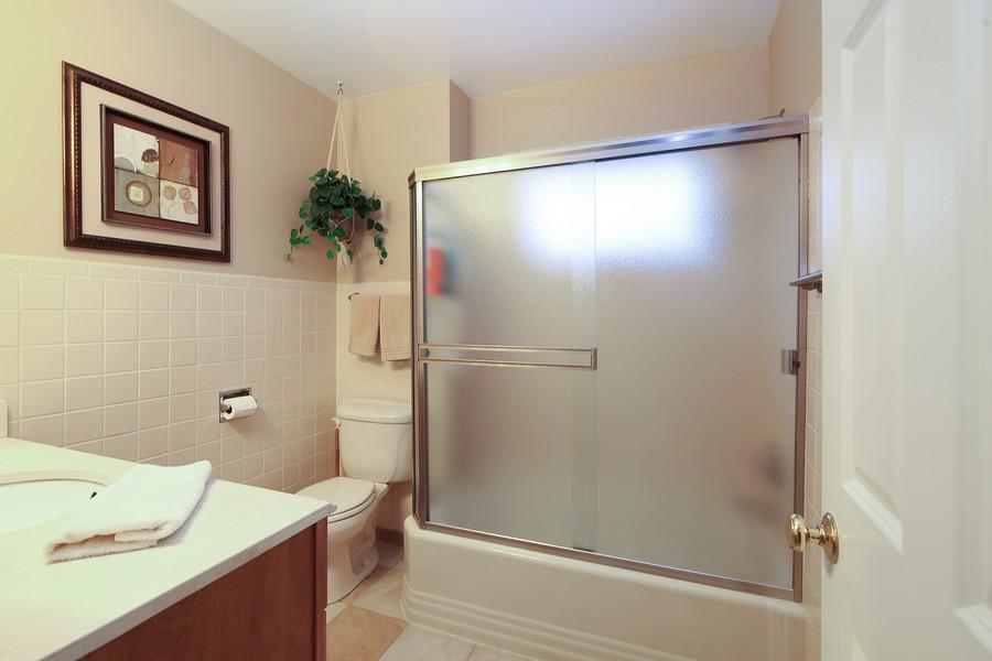 Real Estate Photography - 1117 Leslie Lane, Villa Park, IL, 60181 - Bathroom
