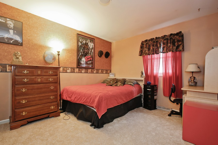 Real Estate Photography - 312 Spring Road, Glen Ellyn, IL, 60137 - 2nd Bedroom