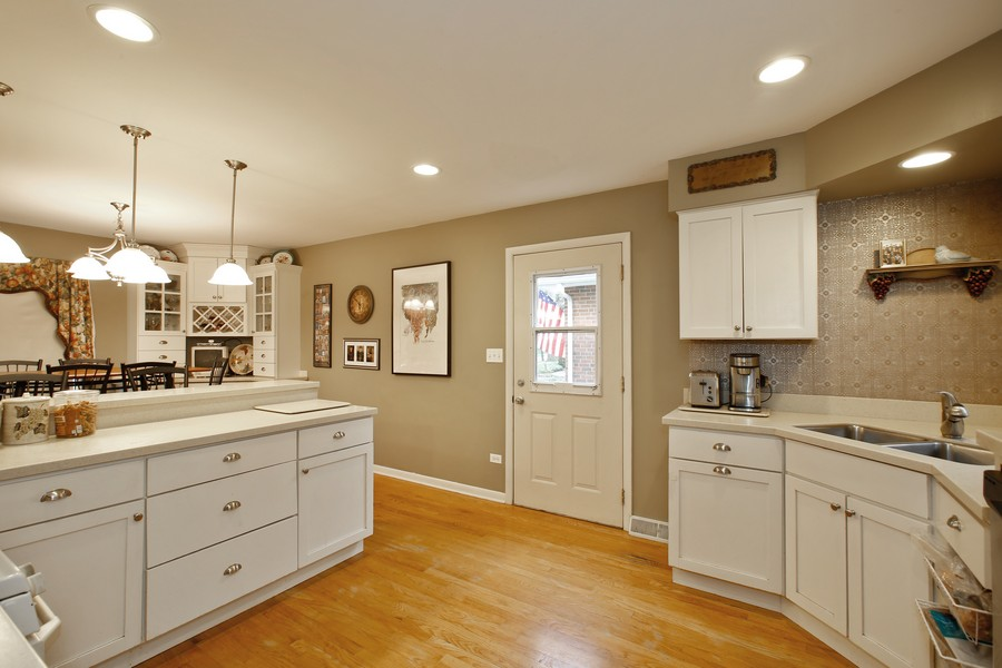 Real Estate Photography - 312 Spring Road, Glen Ellyn, IL, 60137 - Kitchen