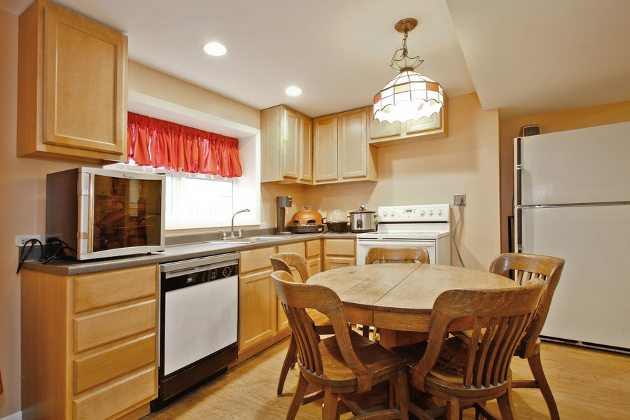 Real Estate Photography - 312 Spring Road, Glen Ellyn, IL, 60137 - Kitchen / Breakfast Room
