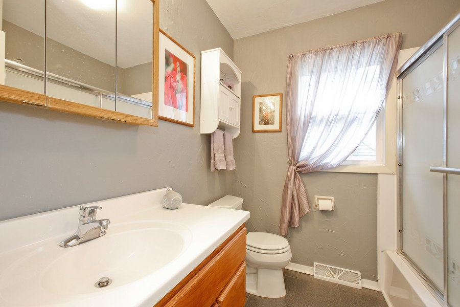 Real Estate Photography - 312 Spring Road, Glen Ellyn, IL, 60137 - Bathroom