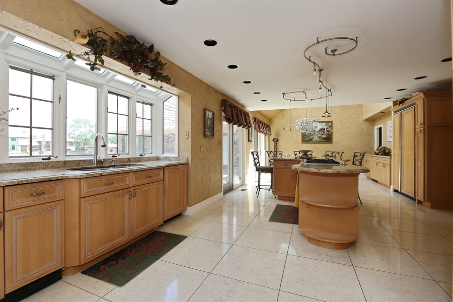 Real Estate Photography - 1607 Midwest Club Parkway, Oak Brook, IL, 60523 - Kitchen