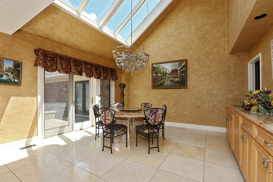 Real Estate Photography - 1607 Midwest Club Parkway, Oak Brook, IL, 60523 - Breakfast Area