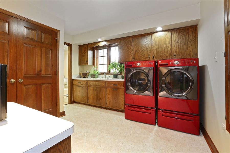 Real Estate Photography - 1607 Midwest Club Parkway, Oak Brook, IL, 60523 - Laundry Room