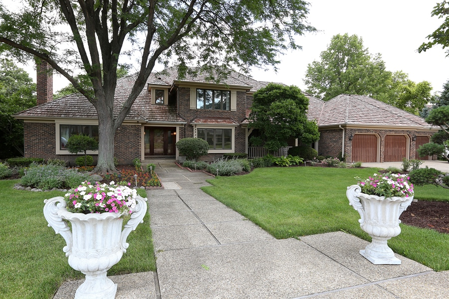 Real Estate Photography - 1607 Midwest Club Parkway, Oak Brook, IL, 60523 - Front View