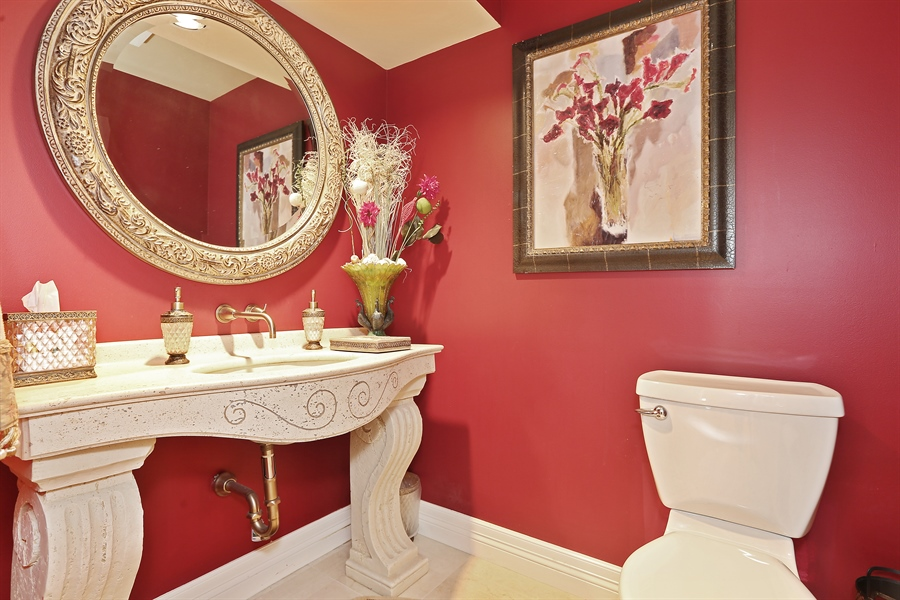 Real Estate Photography - 1607 Midwest Club Parkway, Oak Brook, IL, 60523 - Half Bath